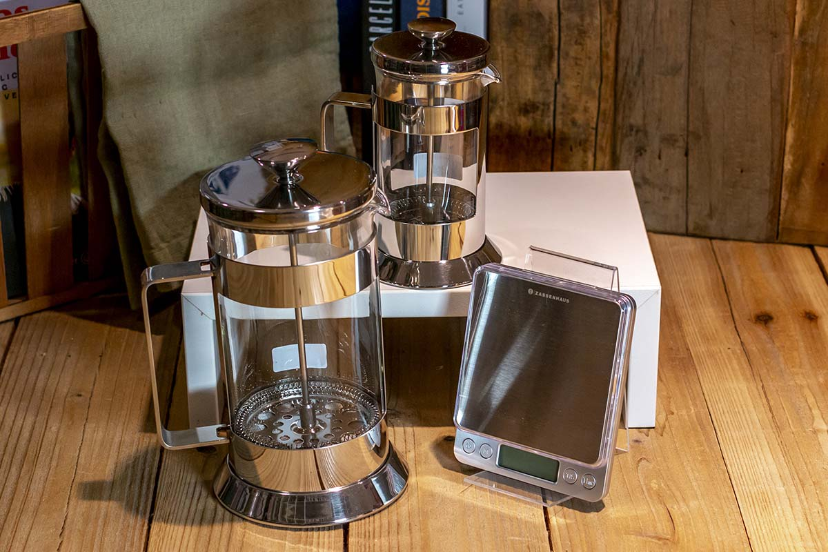 Zassenhaus: digitale Kaffeewaage / 29,95 € | Cilio: Stempelkanne / 34,95 € / 49,95 €